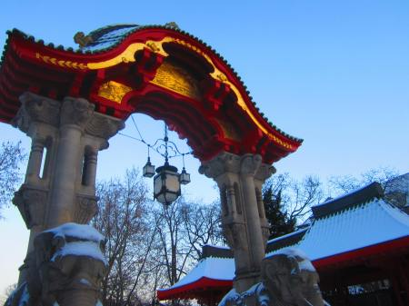morning run by Berlin Zoo, Berlin, Dec. 12, 2012, with memories of Nina Hagen's song (Auf'm Bahnof Zoo im Damenklo)..