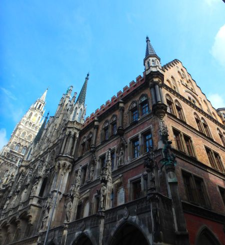 on a day trip to München, Neues Rathaus, May 20, 2016